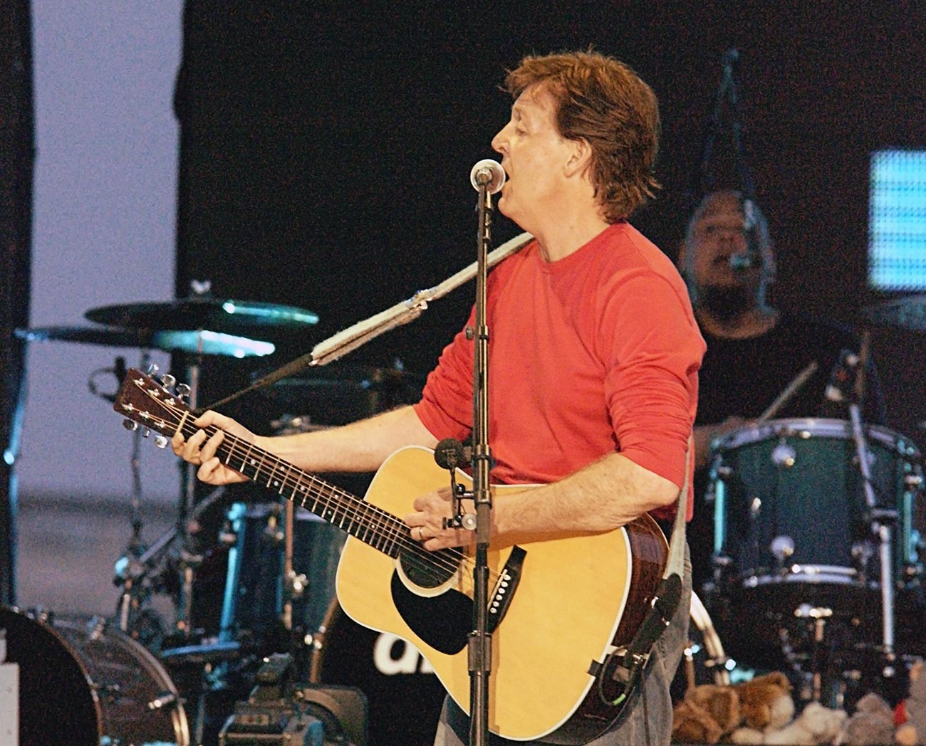 За първи път в 40-годишната си кариера легендарният певец и композитор Пол Маккартни изпълнява в Москва на Червения площад.