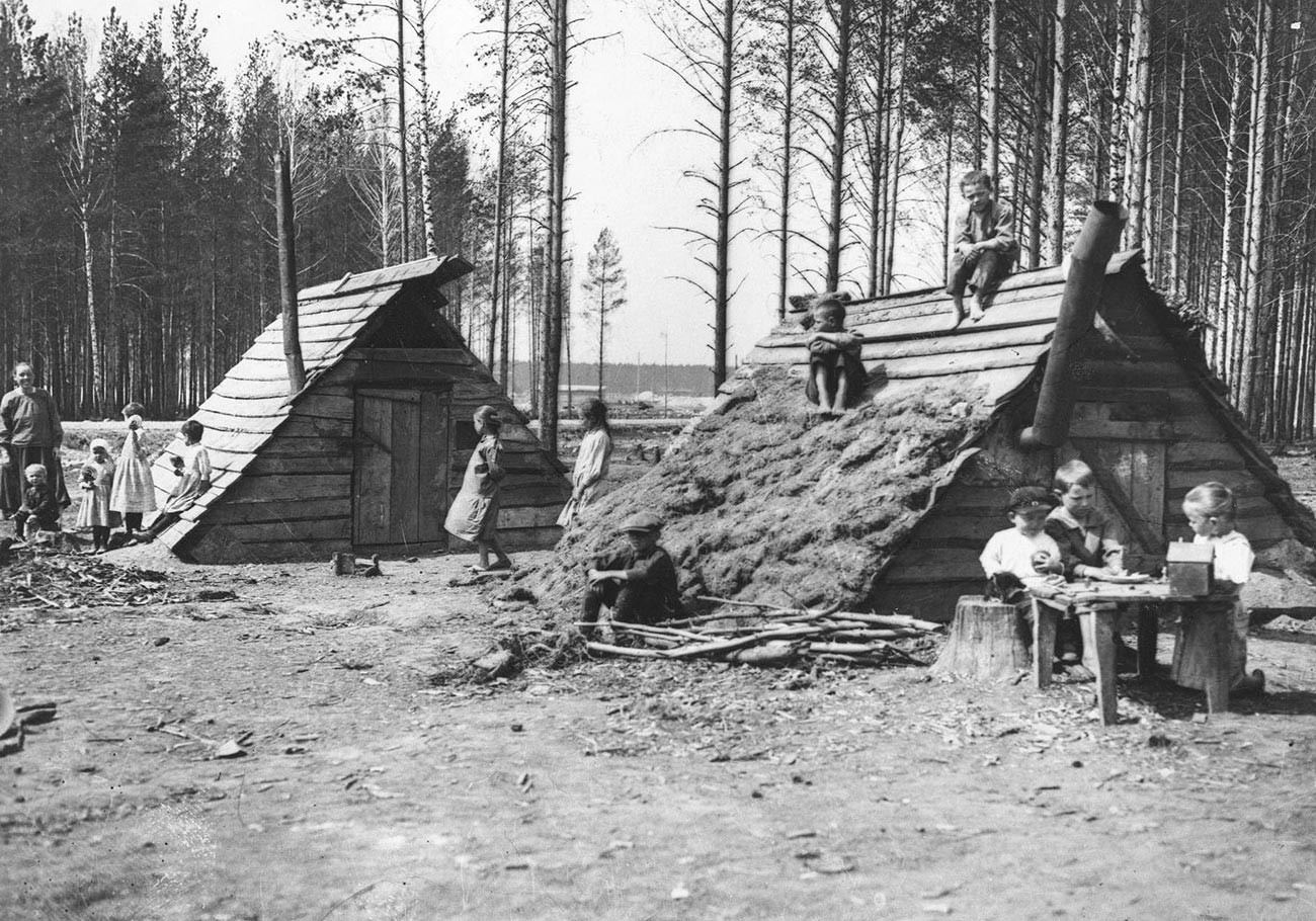 Huts of resettlers