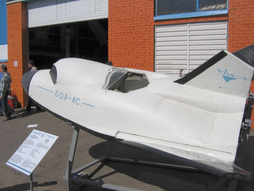 Avión espacial BOR-4S.