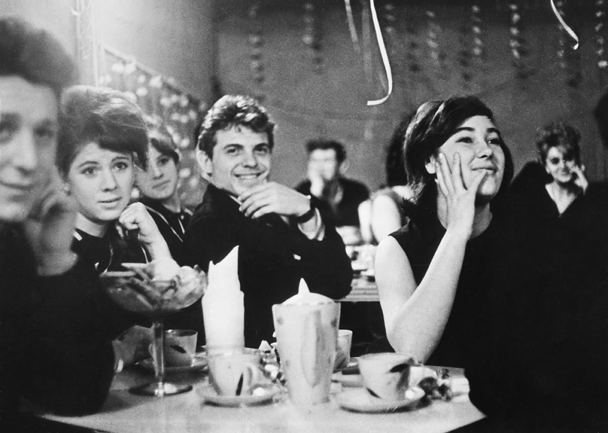 歌謡番組「青い灯」、1965年