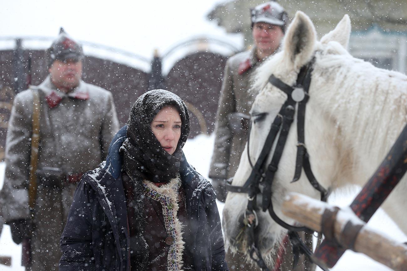 L'attrice Chulpan Khamatova interpreta Zuleikha nella serie tv ispirata al romanzo di Guzel Jakhina