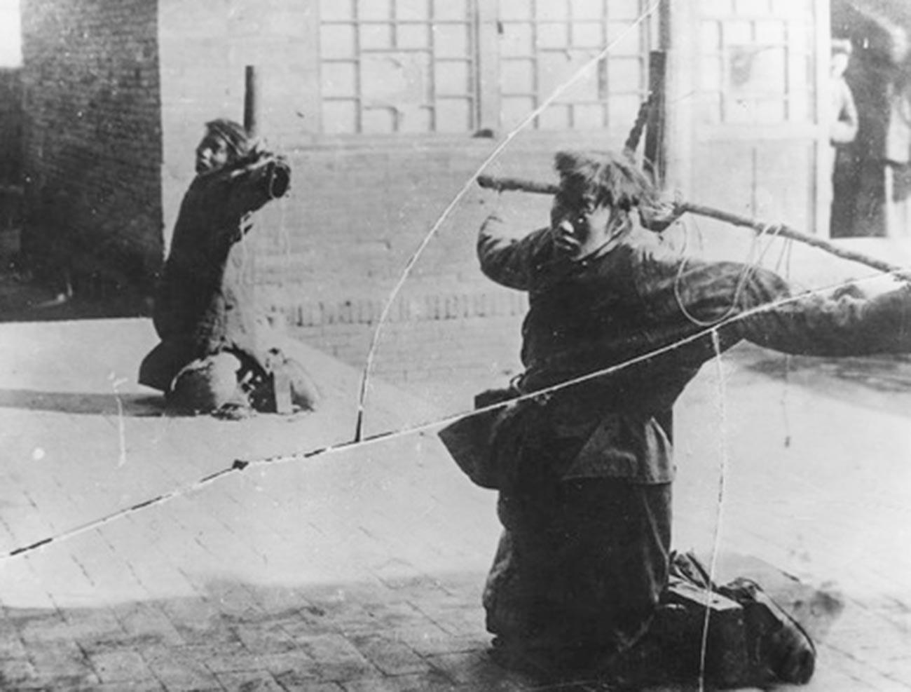 Кинези кажњавају осуђене на смрт хунхузе.
