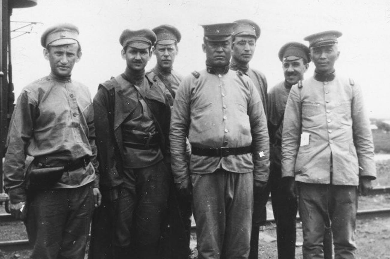 Војсковође Гродековског фронта приликом преговора са кинеским властима о разоружавању белих банди.