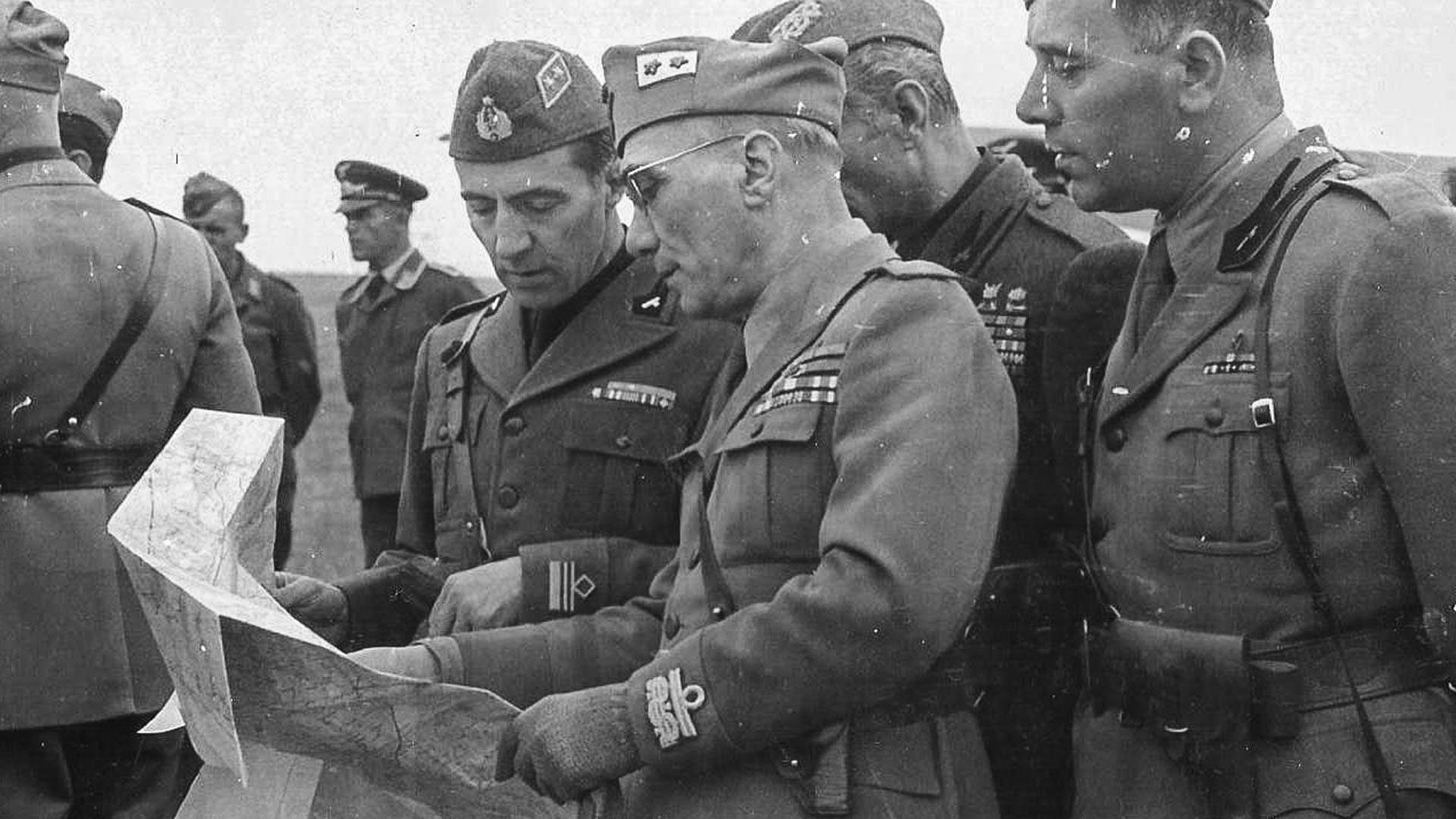 Генералот Малагути со италијански офицери, Русија 1942 година.