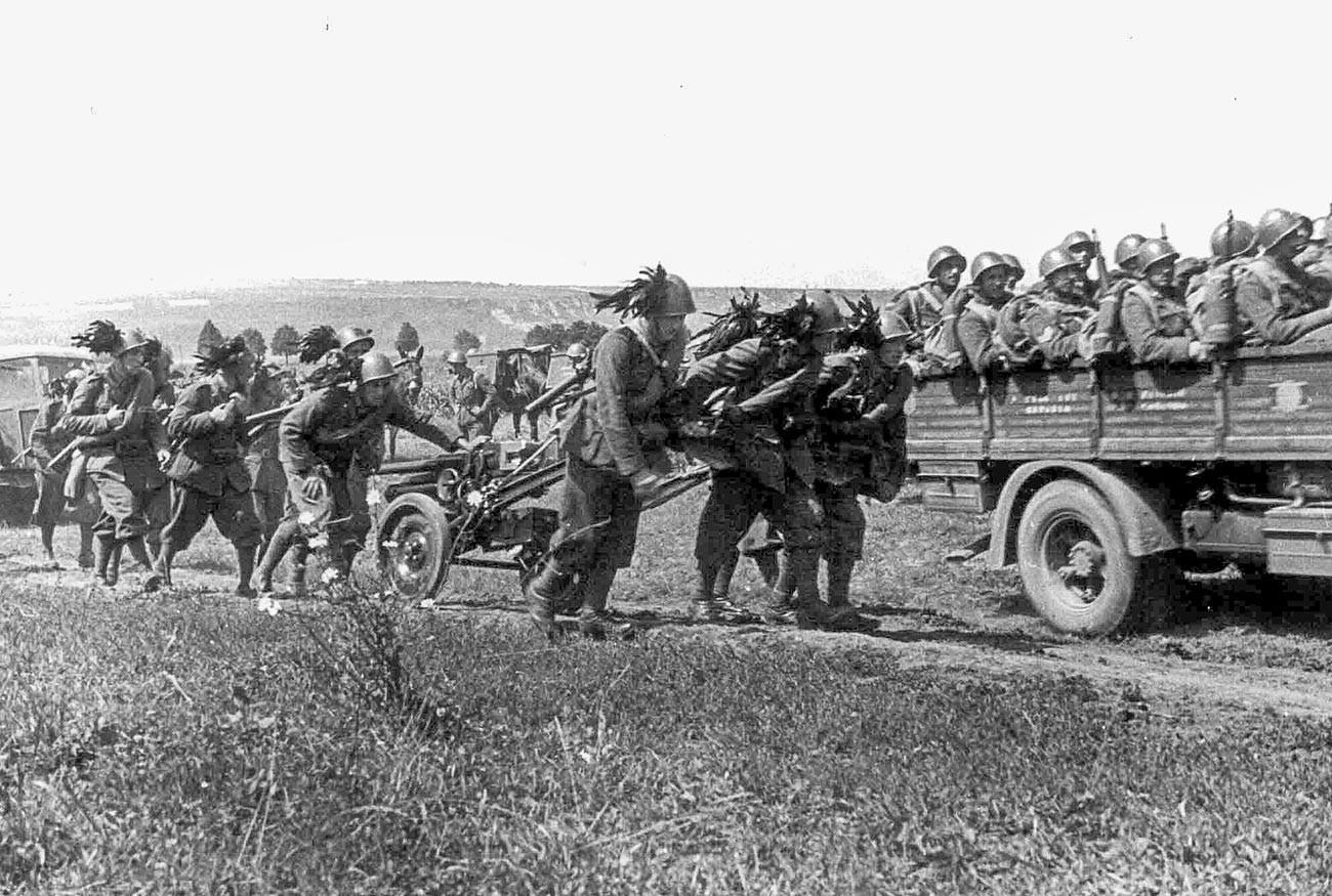 Италијански берсаљери во Русија во 1942 година.