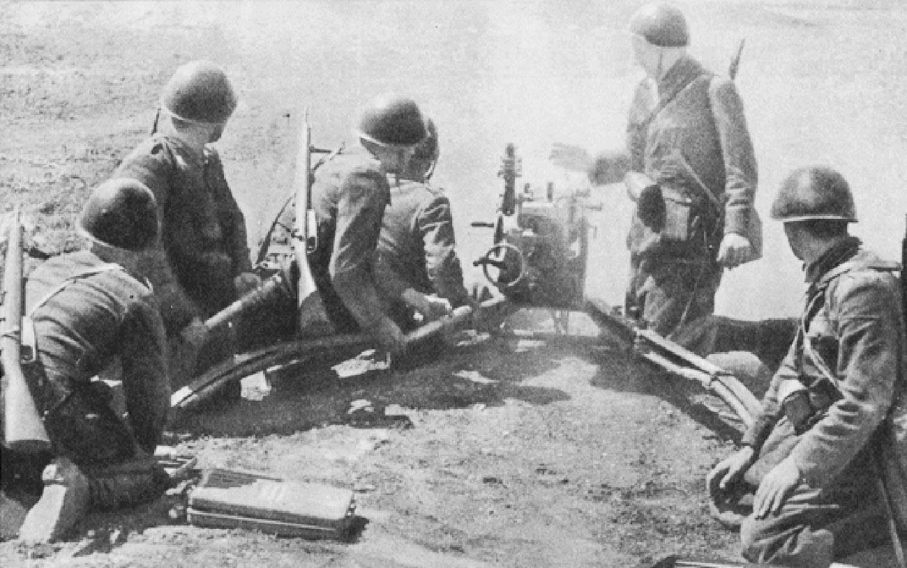 """Противтенковската дивизија """"Сфоресца"""" отвора оган, Русија."""