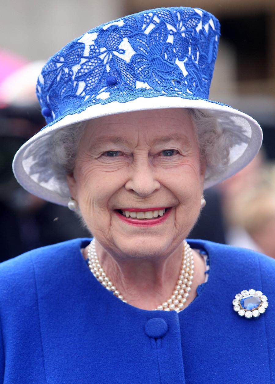 Кралица Елизабет II на парти в градината на замъка Балморал, 7 август 2012 г., Шотландия.
