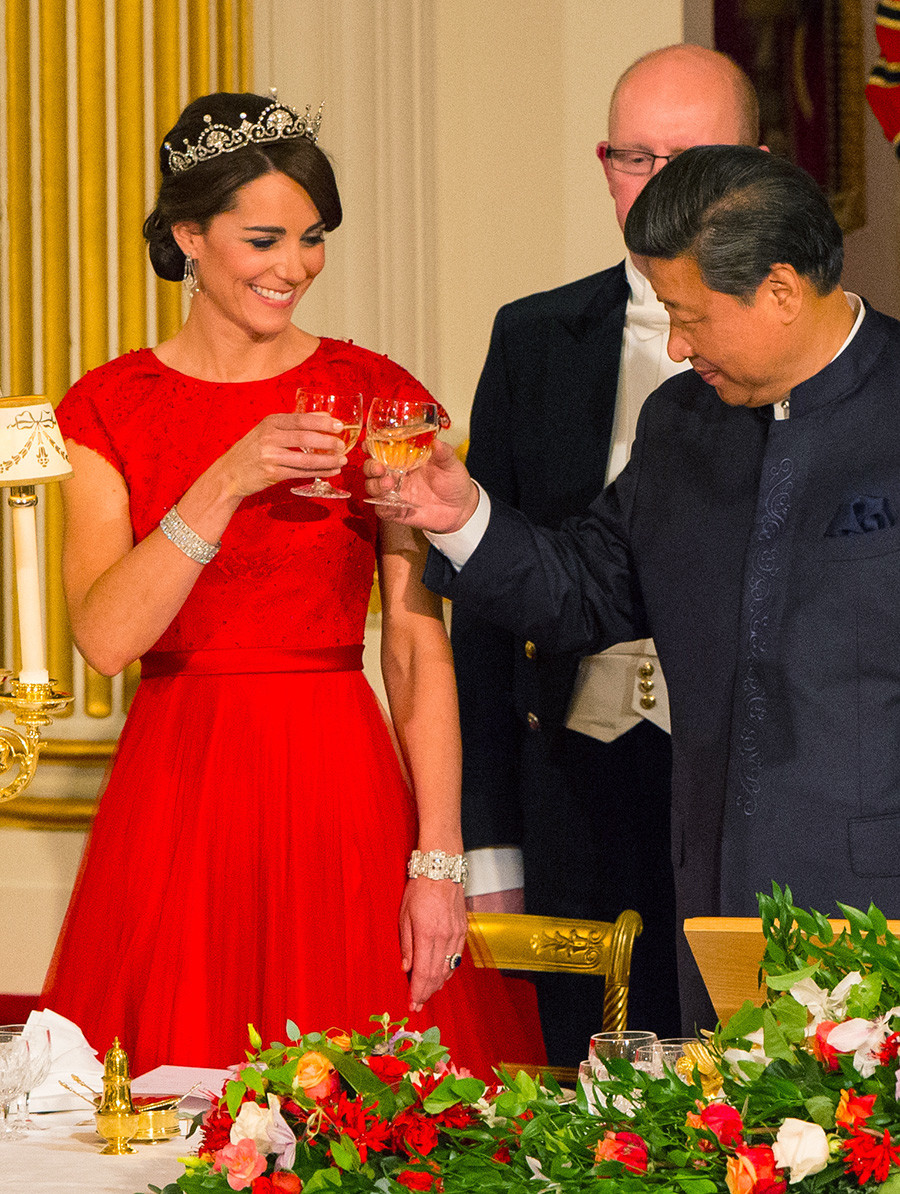 Chinese President Xi Jinping and Catherine, Duchess of Cambridge attend a state banquet at Buckingham Palace on October 20, 2015 in London.