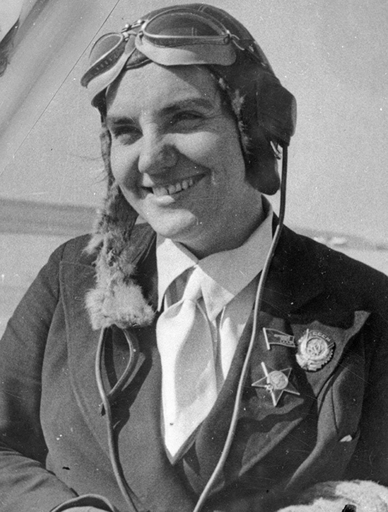 Портрет на пилота Валентина Гризодубова