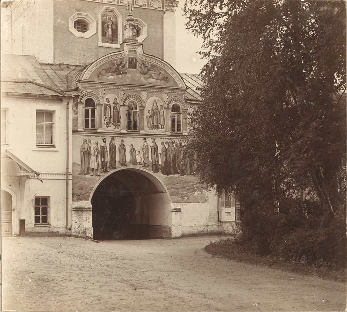 Holy Gate & Church of St. Nicholas. East view. 1910
