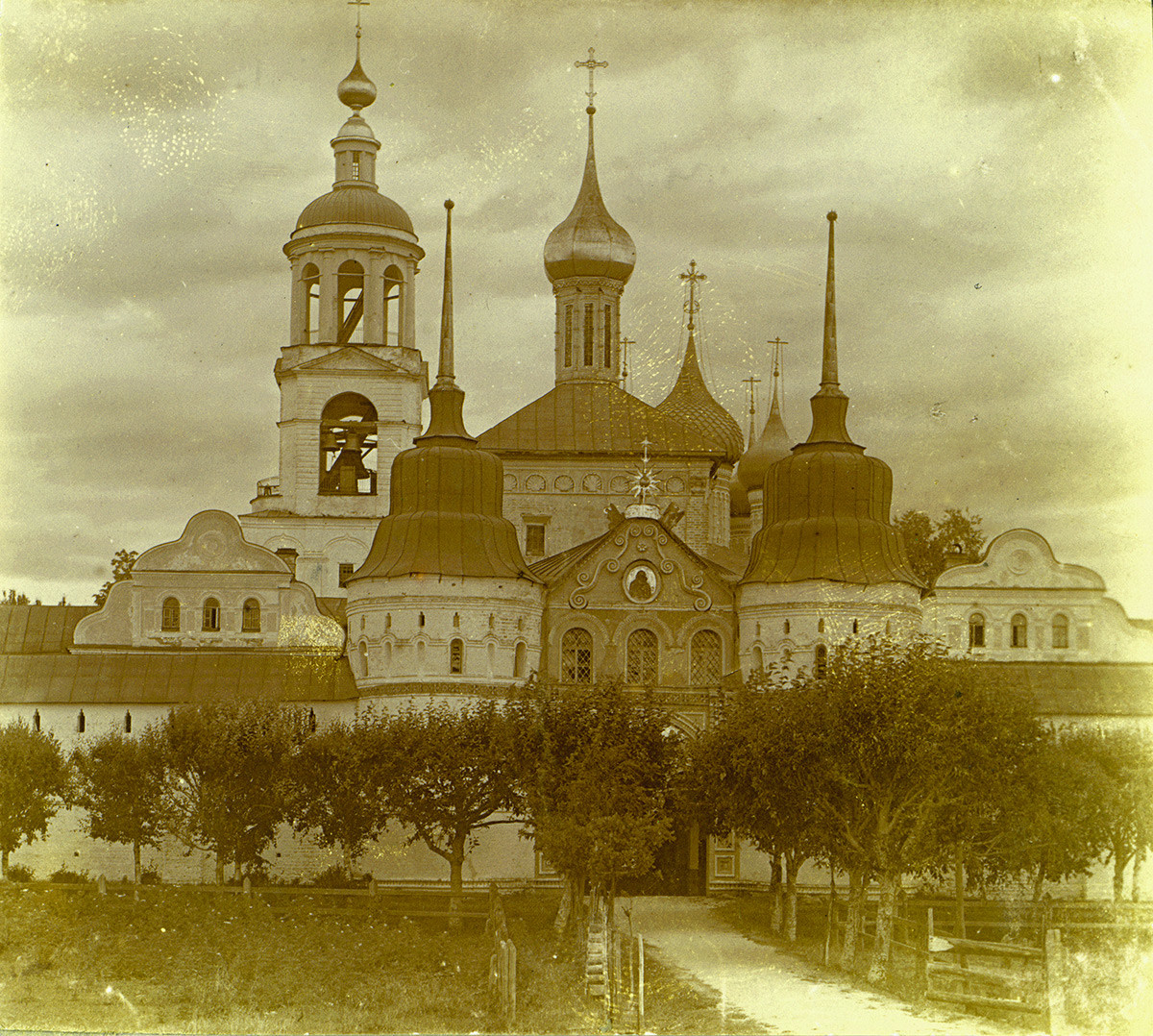 Holy Gate & Church of St. Nicholas. West view. 1910