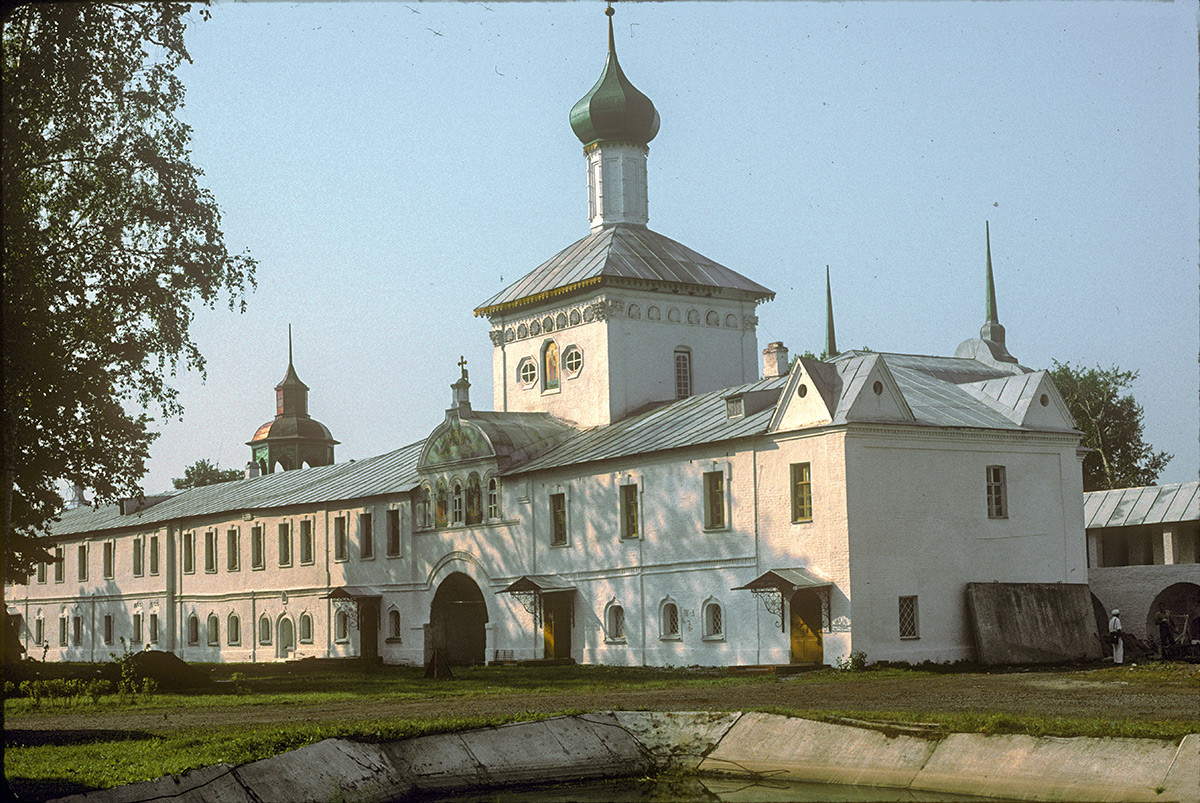 West wall with Holy Gate & Church of St. Nicholas. Northeast view. August 8, 1994