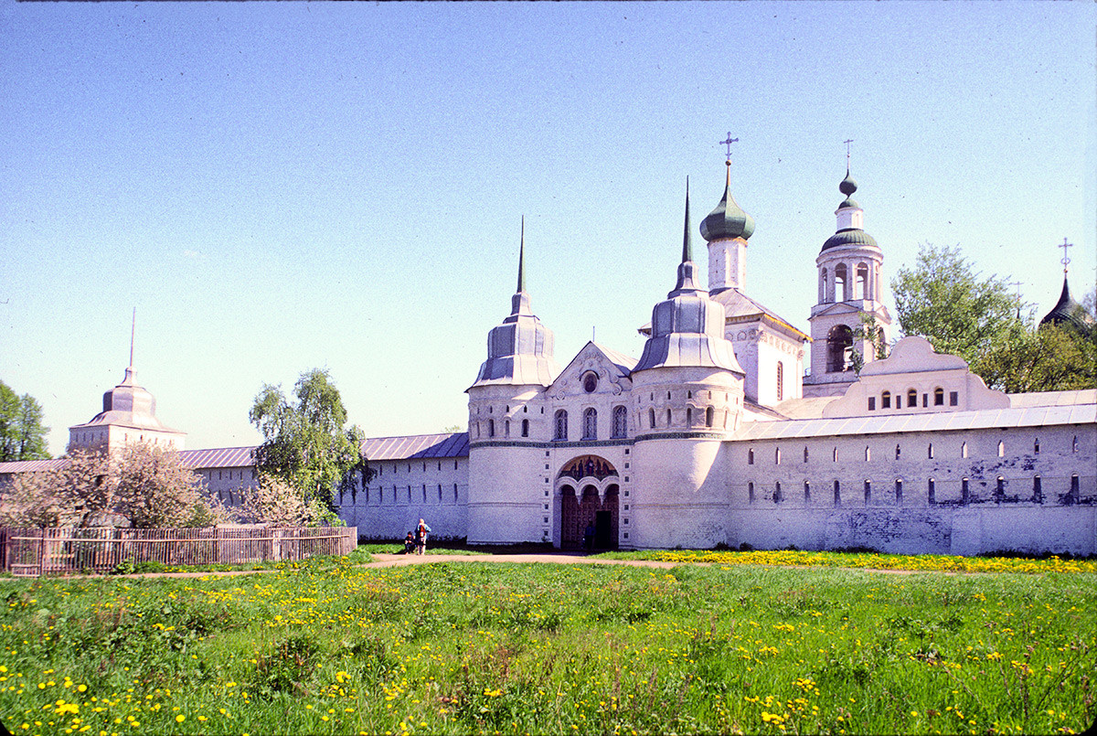 Tolg Monastery. West wall with Holy Gate & Church of St. Nicholas. Southwest view. May 22, 1996