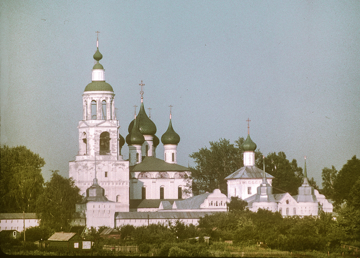 Presentation Tolg Monastery, northwest view from Volga River. From left: Bell tower & NW corner tower; Presentation Cathedral; Church of St. Nicholas over Holy Gate; West Gate. July 26, 1997