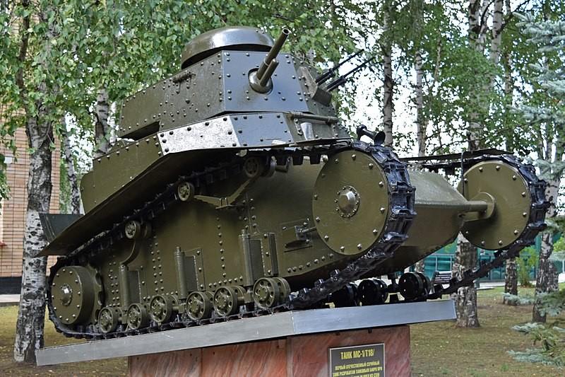 T-18 en el Parque Patriota de Moscú