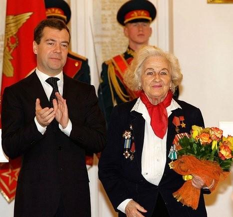 Nadiezhda Vasílievna Popova y Dmitri Medvedev