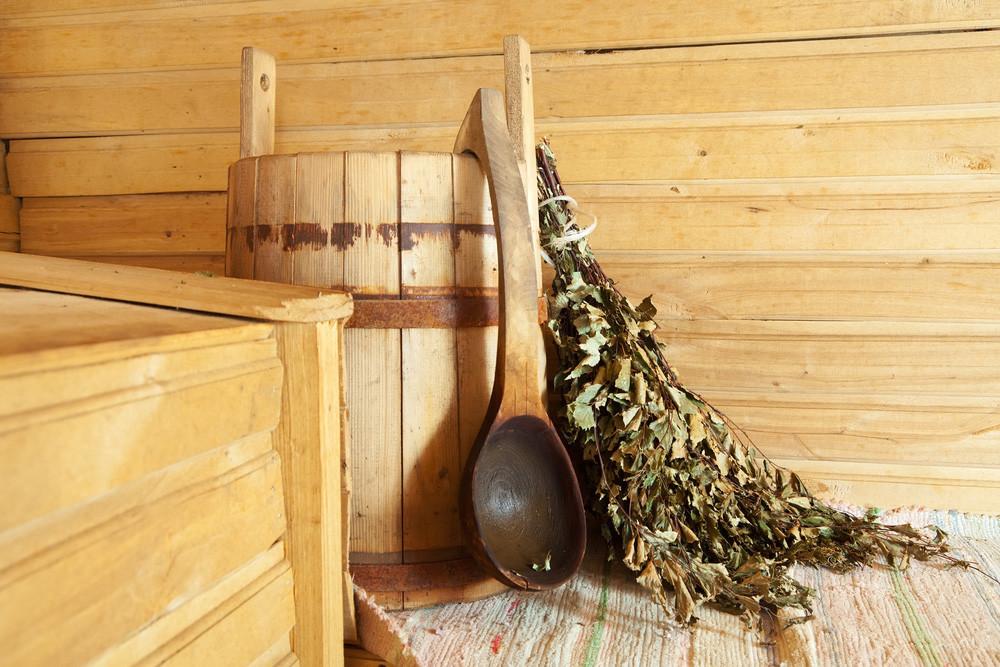 Daun birch yang digunakan untuk dipukul-pukulkan ke bagian tubuh saat mandi uap di banya (sauna) Rusia.