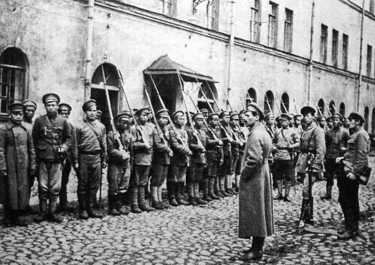 ロシア内戦、1917年〜1922年。赤軍に加わった中国人の共産主義の部隊、ペトログラード、1918年