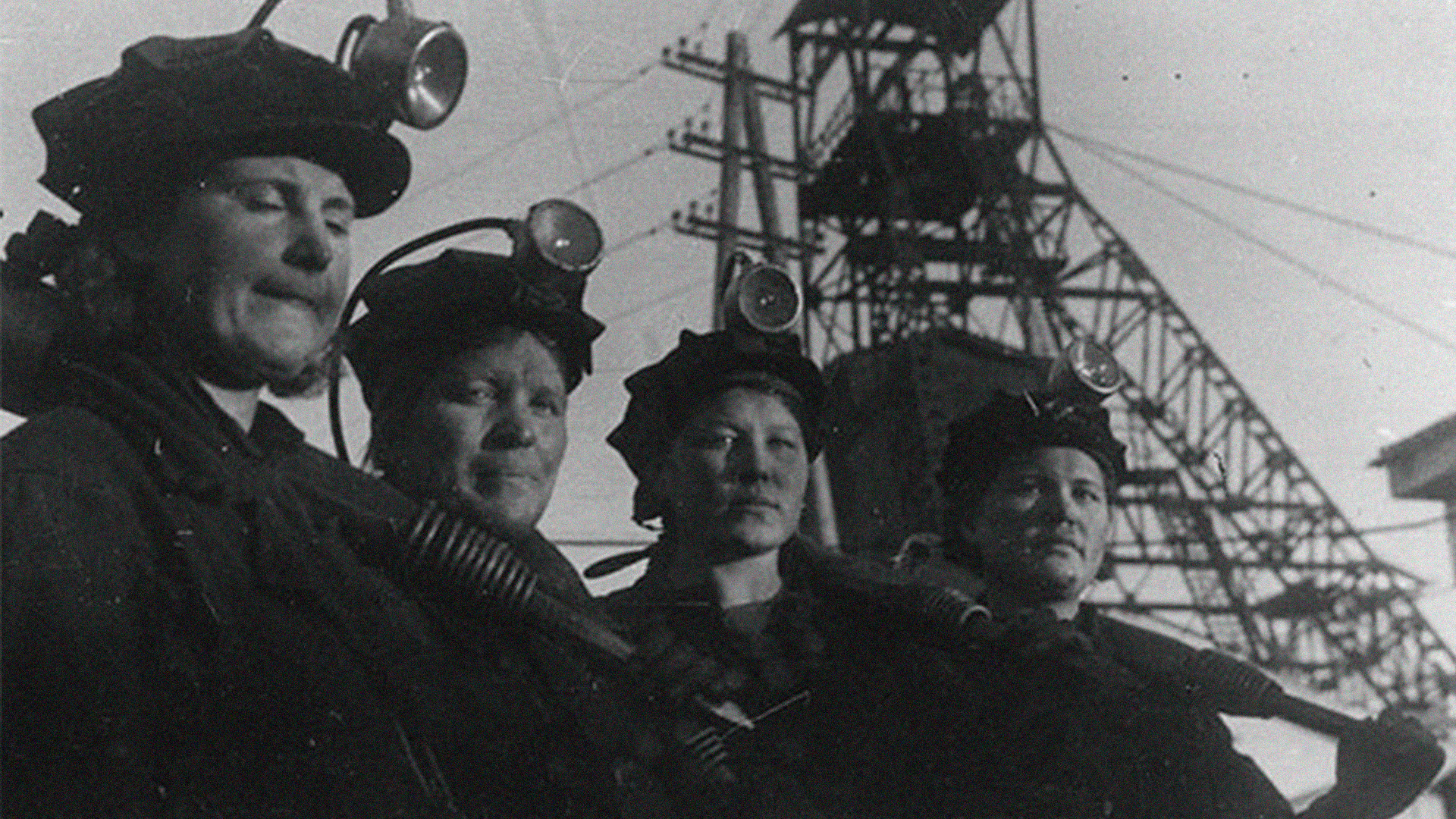 Equipo femenino de mineros de la mina Kirov, 1942