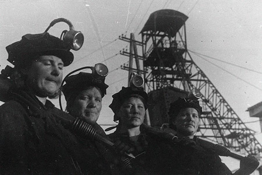 Equipo femenino de mineros de la mina de Kirov, 1942