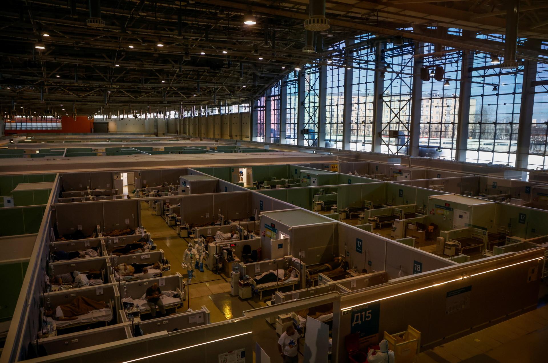 Uno degli ospedali temporanei allestiti a Mosca per l'emergenza covid