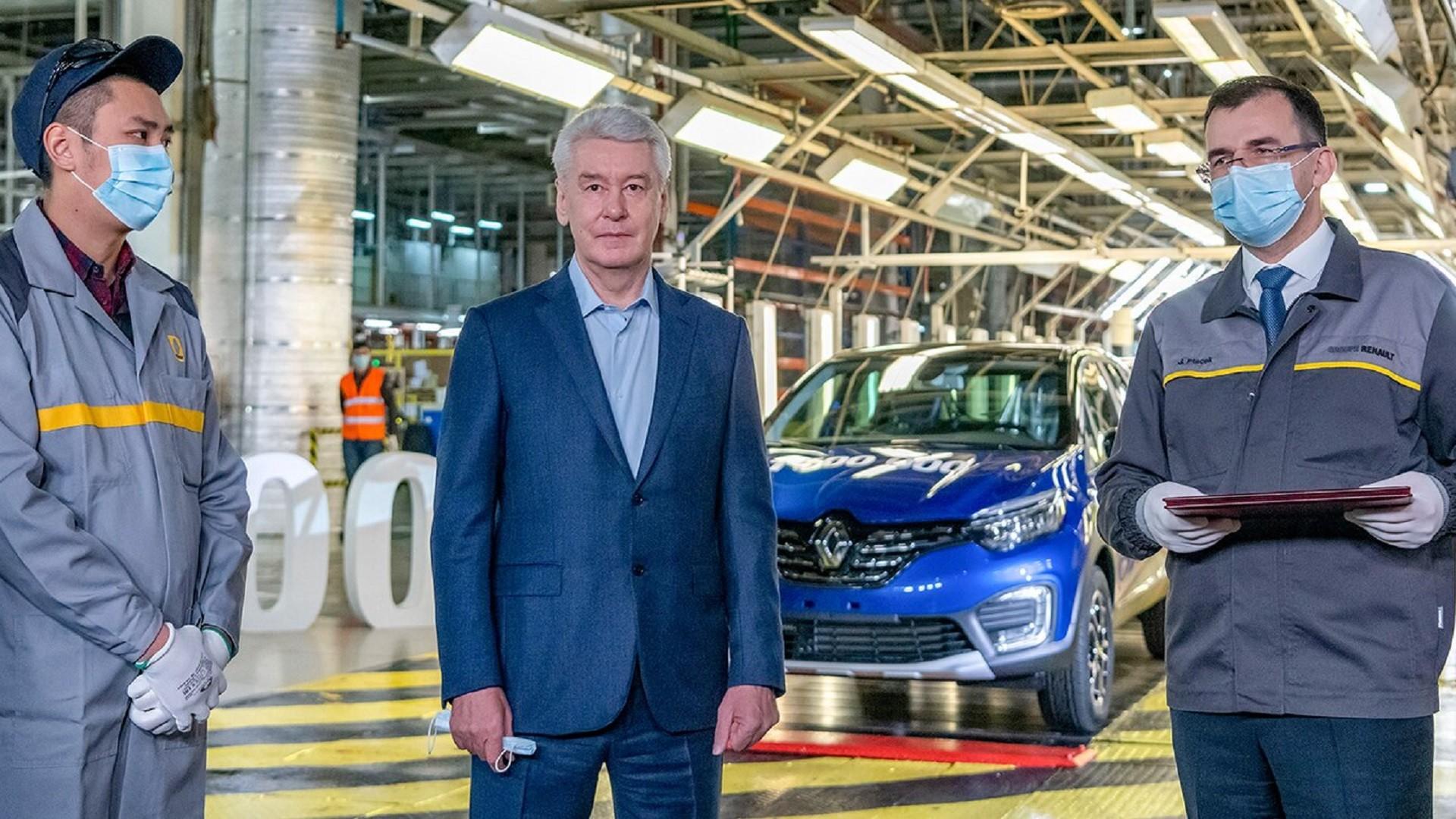 Sergueï Sobianine (au centre), maire de Moscou, et Jan Ptacek (à droite), directeur général de Renault Russie