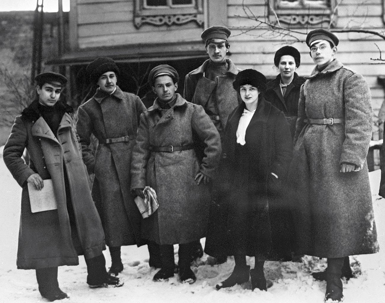 Groupe des premiers organisateurs de l'Union de la jeunesse - les participants du 1er Congrès du Komsomol