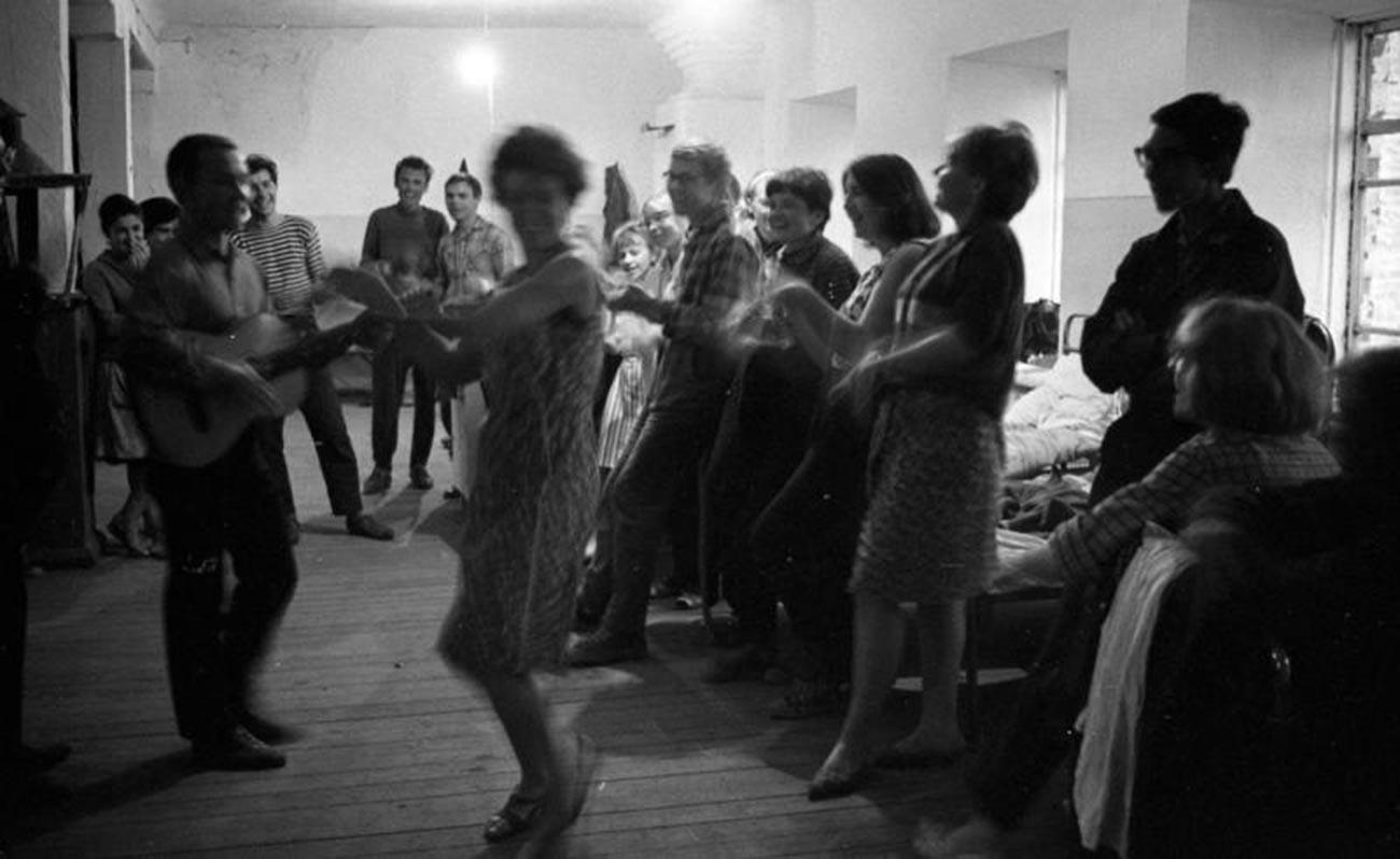Komsomol dancing