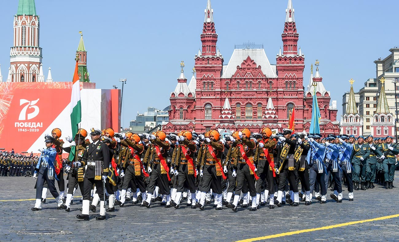 Военнослужащие армии Индии во время военного парада в ознаменование 75-летия Победы.