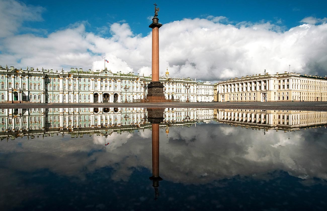 Place du Palais, à Saint-Pétersbourg