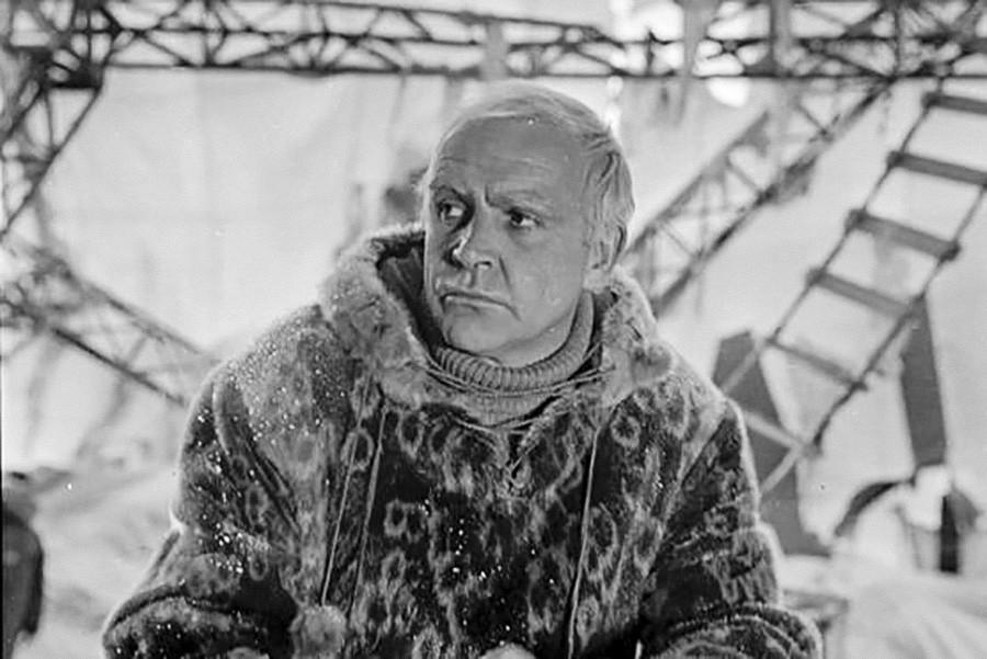 """Sean Connery como Roald Amundsen em """"A Tenda Vermelha"""""""