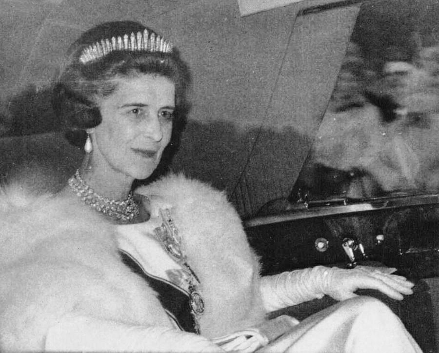 Putri Marina dalam balutan tiara dan mutiara, 1960-an.