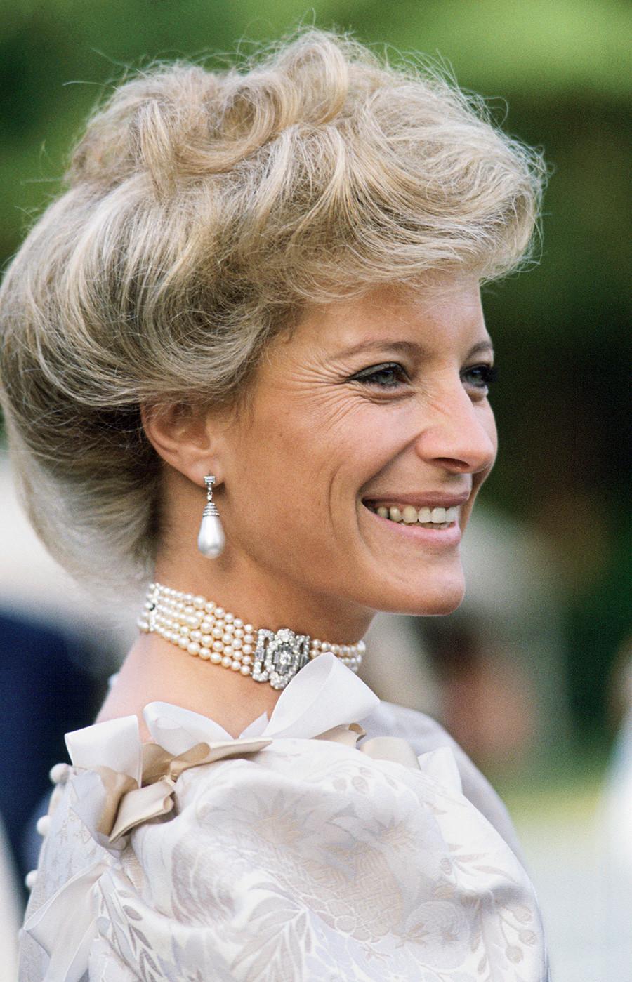 Putri Marie Christine saat berkunjung ke Esher di Surrey.