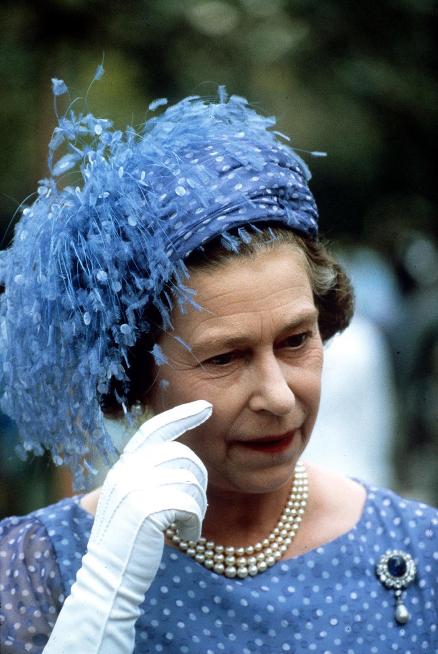 Ratu Elizabeth di Honiara, Kepulauan Solomon, 1982.