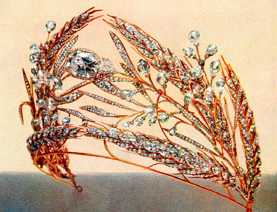 Tiara berbentuk 'batang gandum' dalam foto yang dibuat untuk lelang.