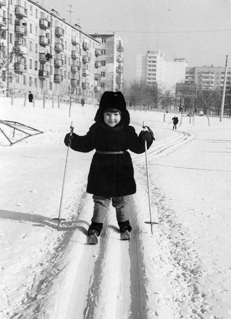 幼いときからスキーをはいて、1978年