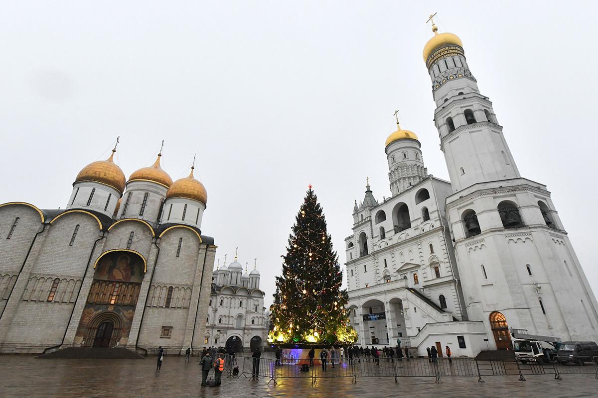 Декориране на главната новогодишна елха, 2019 г.