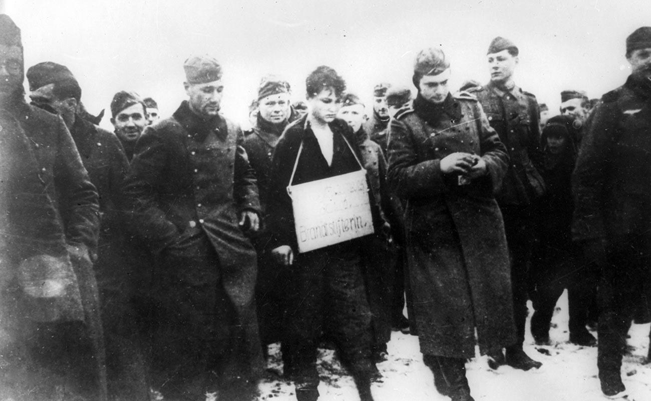 死刑寸前のゾーヤ・コスモデミヤンスカヤの写真