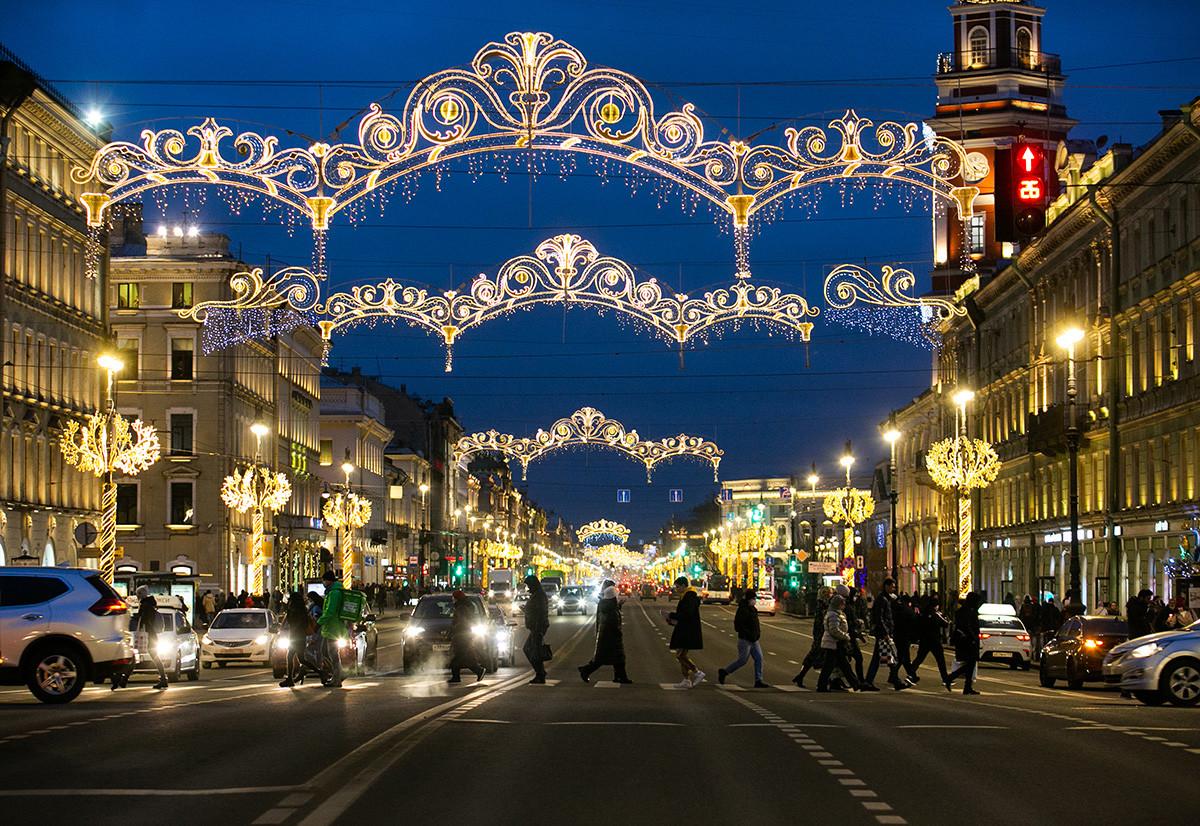 サンクトペテルブルクのメインストリートであるネフスキー大通りは輝いている!