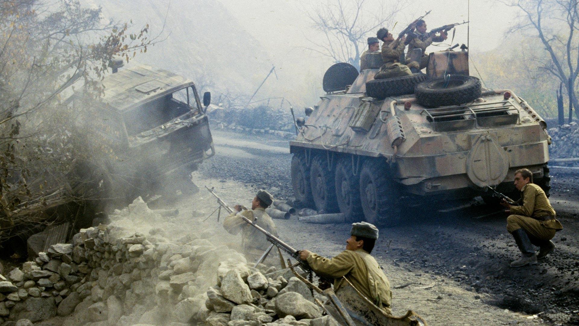 Un combat sur la route. République démocratique d'Afghanistan