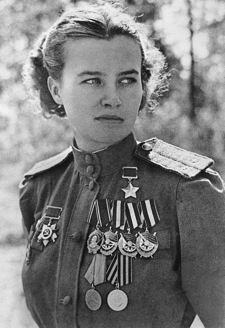 Natália Meklin realizou 980 missões de combate. Sobrevivente da guerra, morreu em 2005, anos 82 anos