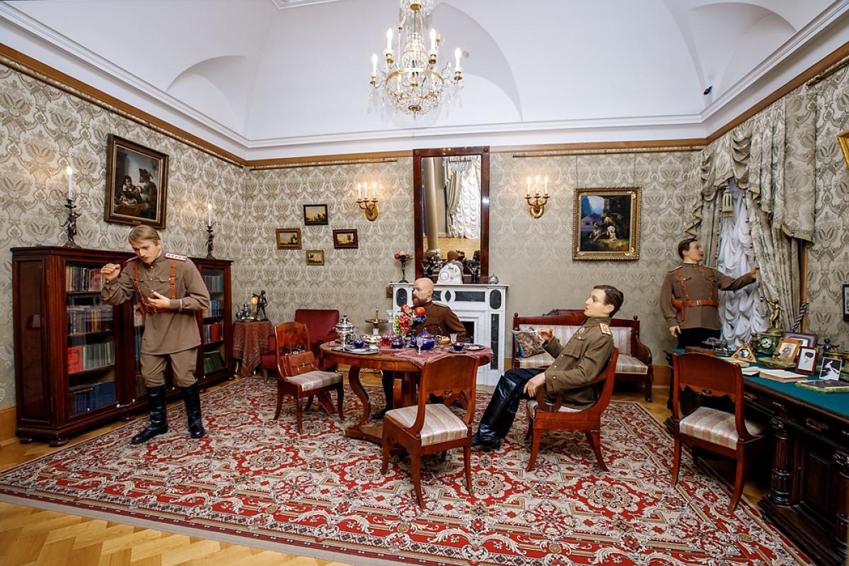 'Aposentos de solteiro' de Féliks Iussúpov com figuras de cera dos assassinos de Raspútin