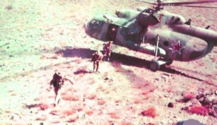 Сили на 5 воздушен полк на 350 воздухопловна бригада се истоваруваат од хеликоптер Ми-8 и брзо ја обезбедуваат зоната на истоварување.