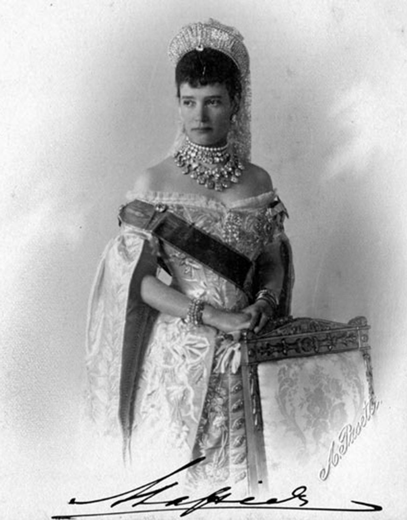 La emperatriz María Fiódorovna en vestido ruso