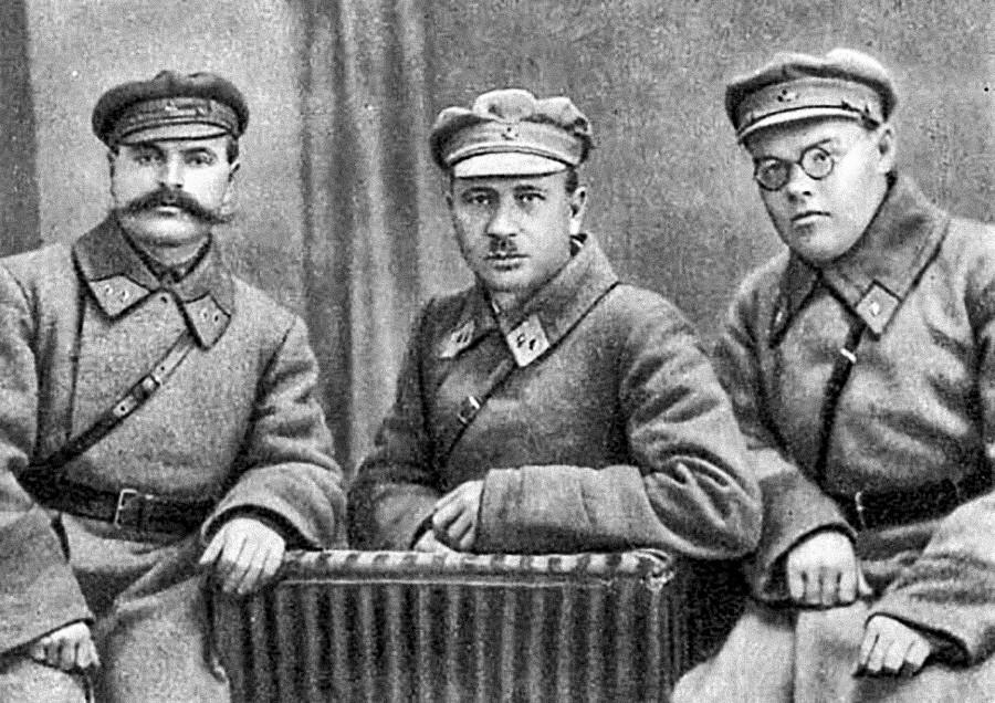 Александр Щербаков (крайний справа).