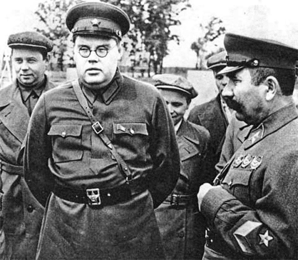 Щербаков и Буденный на фронте.