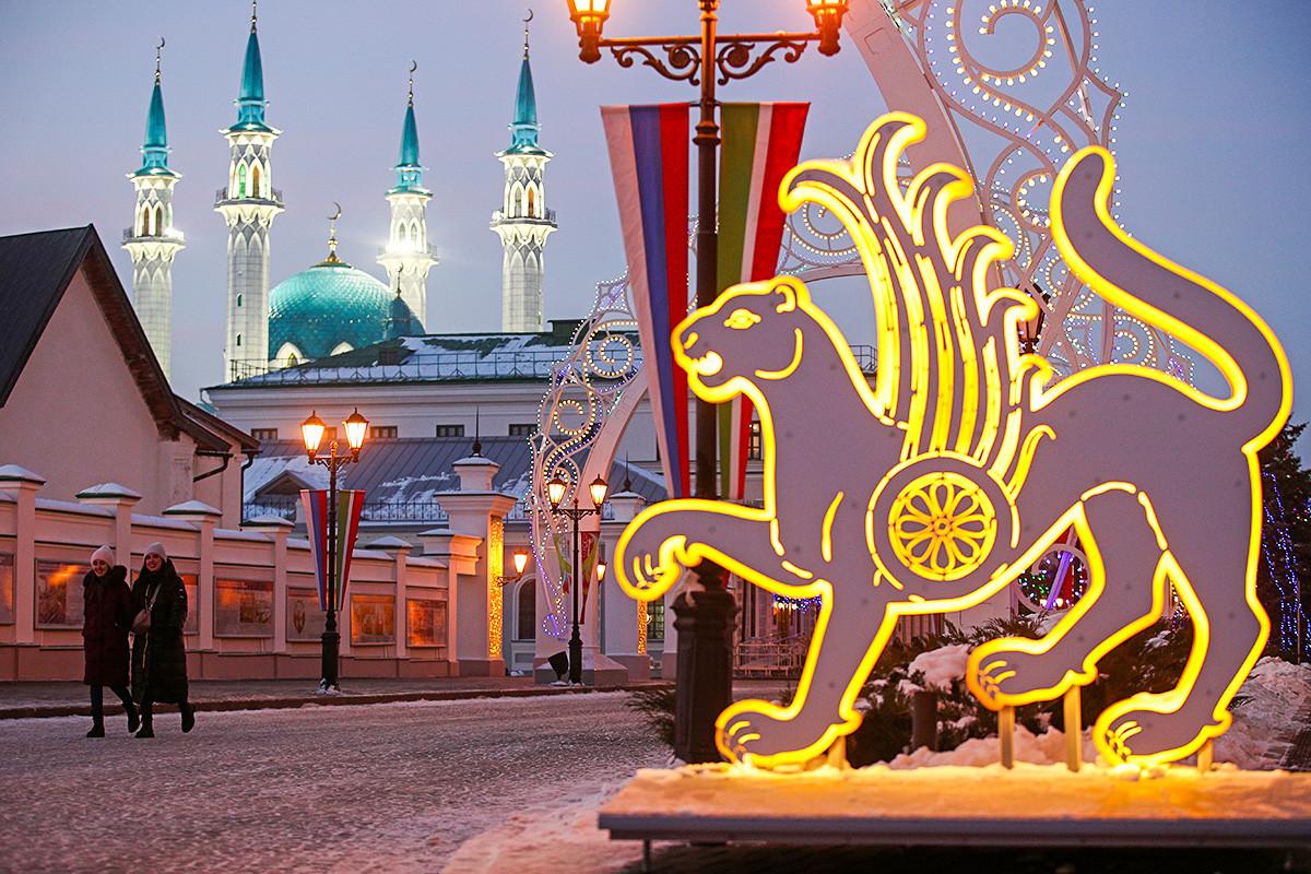 Le kremlin de Kazan, avec la mosquée Qolsharif en arrière-plan
