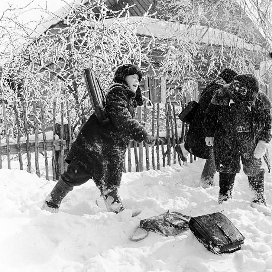 Jugando con nieve, 1960