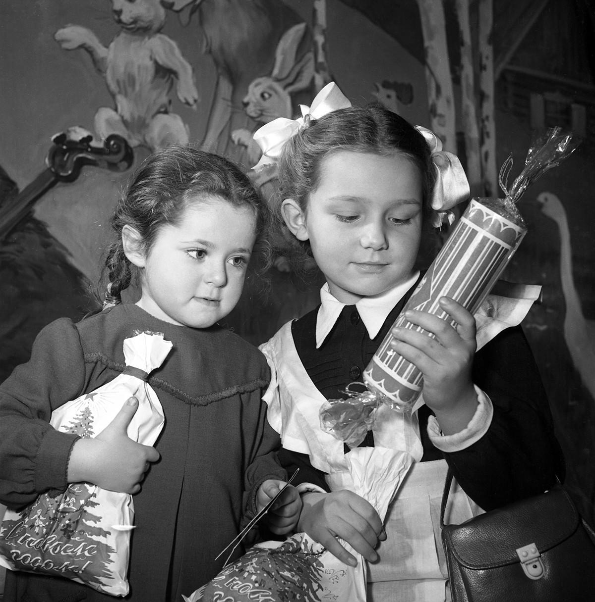 Quand il s'agissait des idées de cadeaux de Noël, la plupart des enfants soviétiques pensaient que le ciel était la limite du Père Gel.