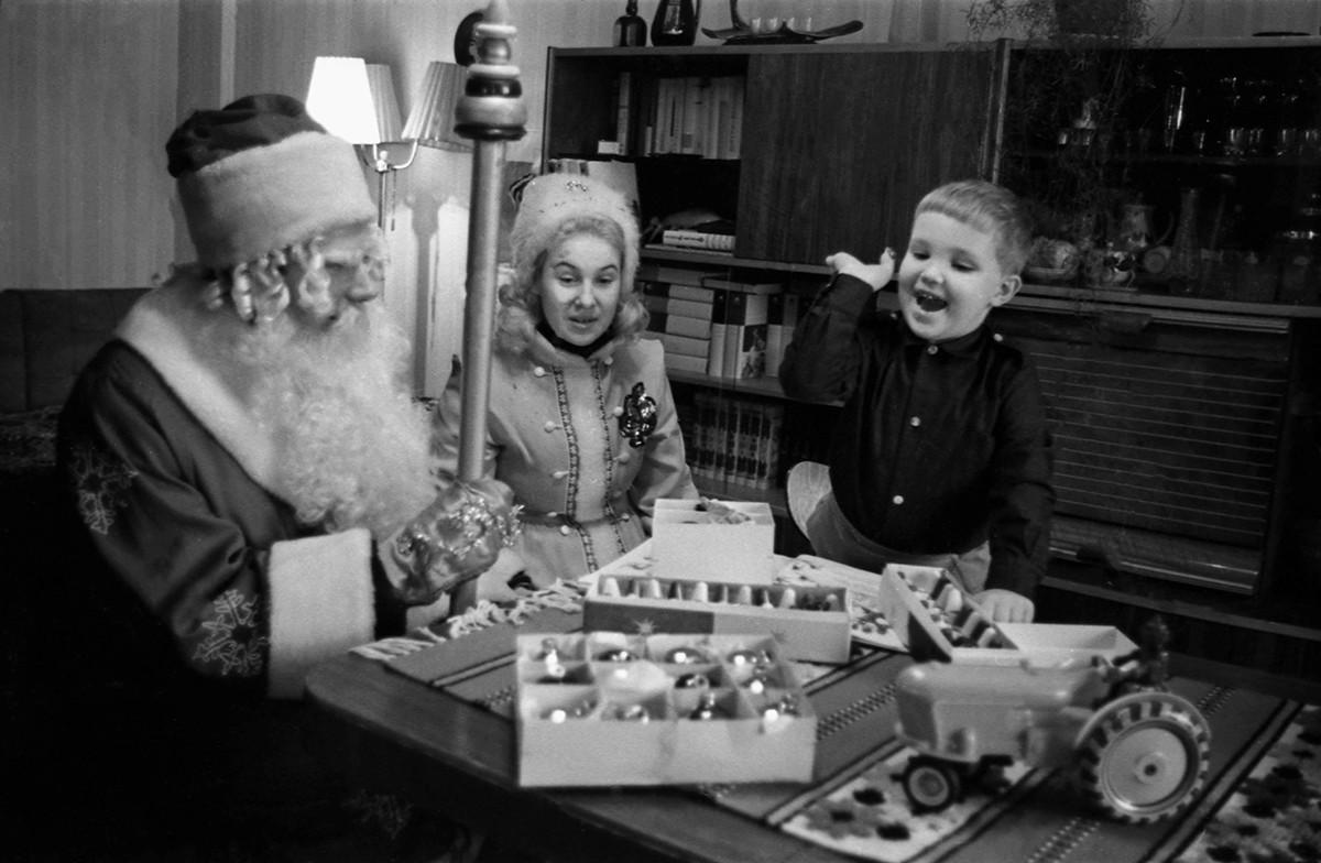 Certains enfants croient encore que le Père Gel, ou Ded Moroz, peut les aider à sauver le monde.